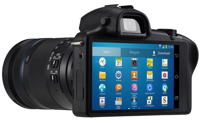 Press photos of Samsung's Galaxy NX Android mirror-less