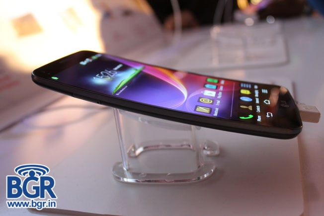 LG G Flex hands-on and first impressions