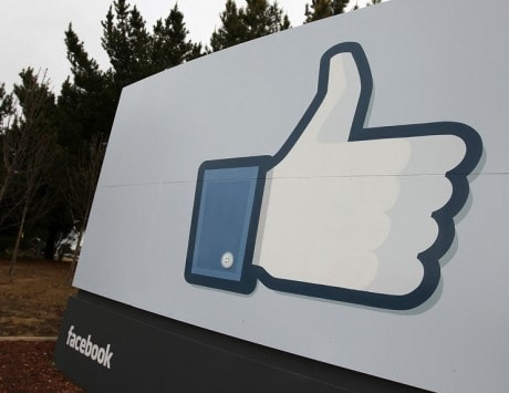 Facebook top choice for popular magazines to earn 'likes'