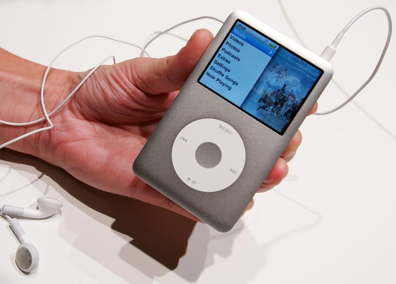 Apple S First Generation Ipods On High Demand On Ebay Amazon