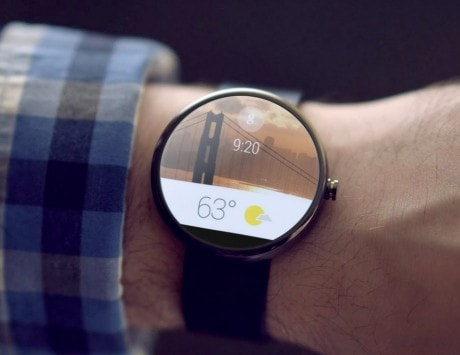 Why is no one interested in making Android Wear smartwatches?