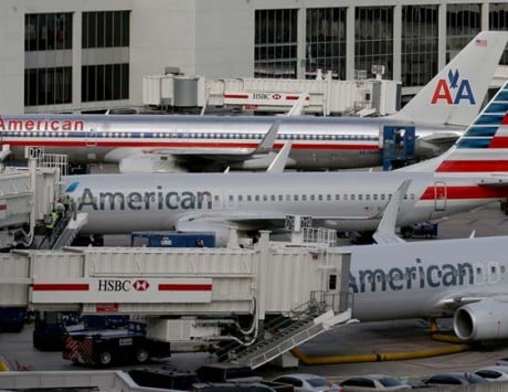 "iPad glitch grounds a ""few dozen"" American Airlines flights"