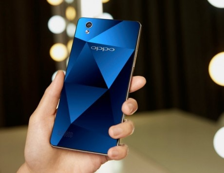 Oppo Mirror 5 launched with a 'Diamond finished' back panel, priced at Rs 15,990: Specifications, features