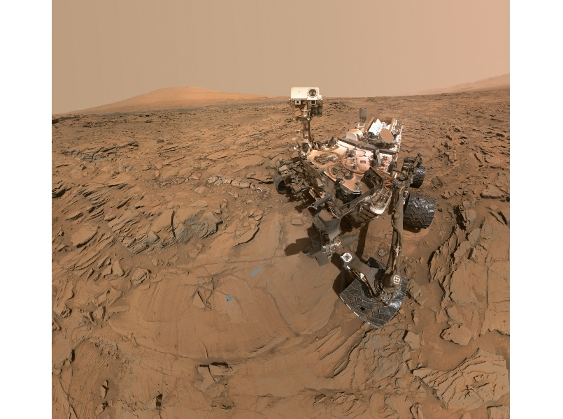 NASA's Curiosity Mars rover sends back spectacular images ...