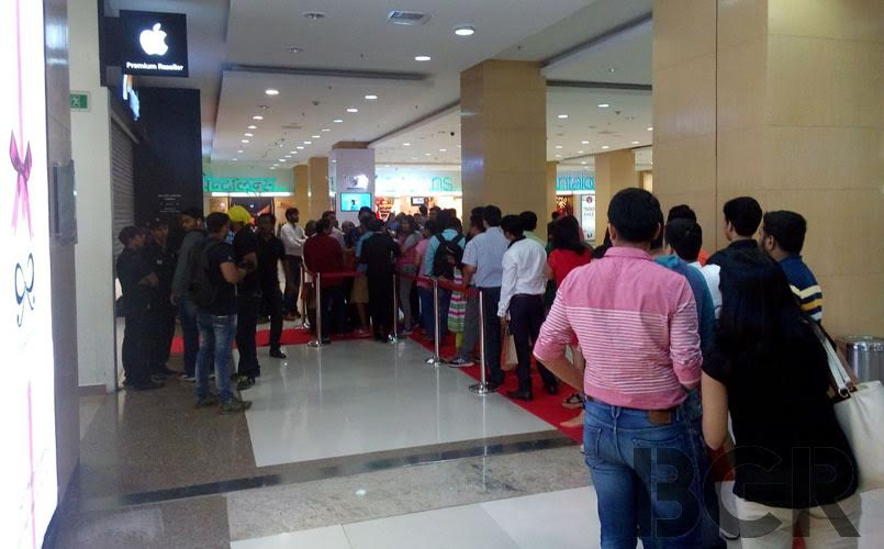 apple iphone 7  iphone 7 plus launch in india  long queues