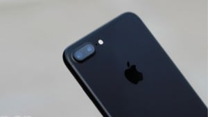 Apple withholds iPhone patent royalties to Qualcomm