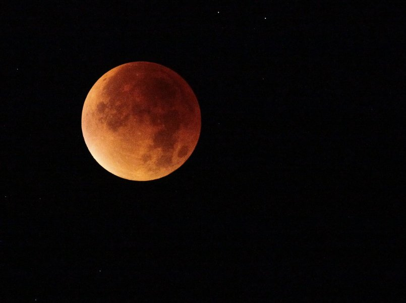 How to capture lunar eclipse on August 7 pixabay