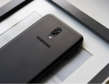 Samsung files patent for smartphone with fully curved display