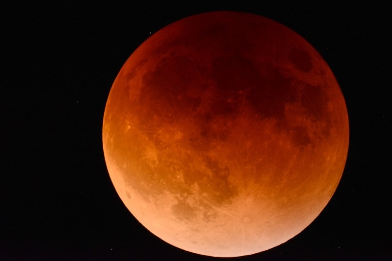 Super Blue Blood Moon 2018: How to capture photos of the stunning lunar eclipse on your smartphone and DSLR