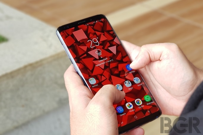 Samsung maintains lead on declining global smartphone market, as Xiaomi and Huawei make big gains