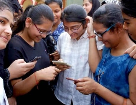 70% mobile phone users in India switched brands in Q2: Report