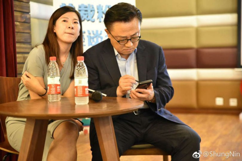 Samsung CEO DJ Koh spotted using Galaxy Note 9 in public