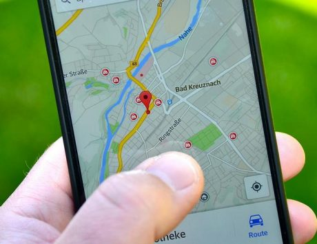 Google clarifies on user location tracking controversy