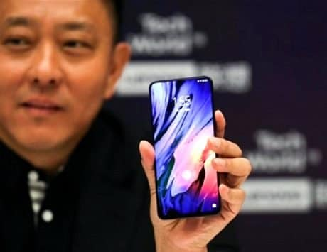 Lenovo Z5s with    punch hole    front camera appears online