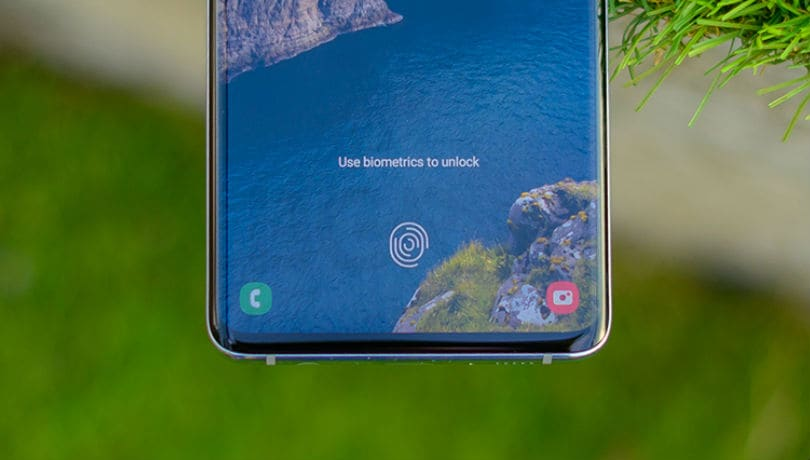 Samsung Galaxy S10 software update makes the in-display ultrasonic fingerprint sensor faster