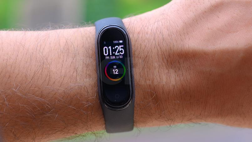 How to customize Mi Band 4 wallpaper with PUBG Mobile theme
